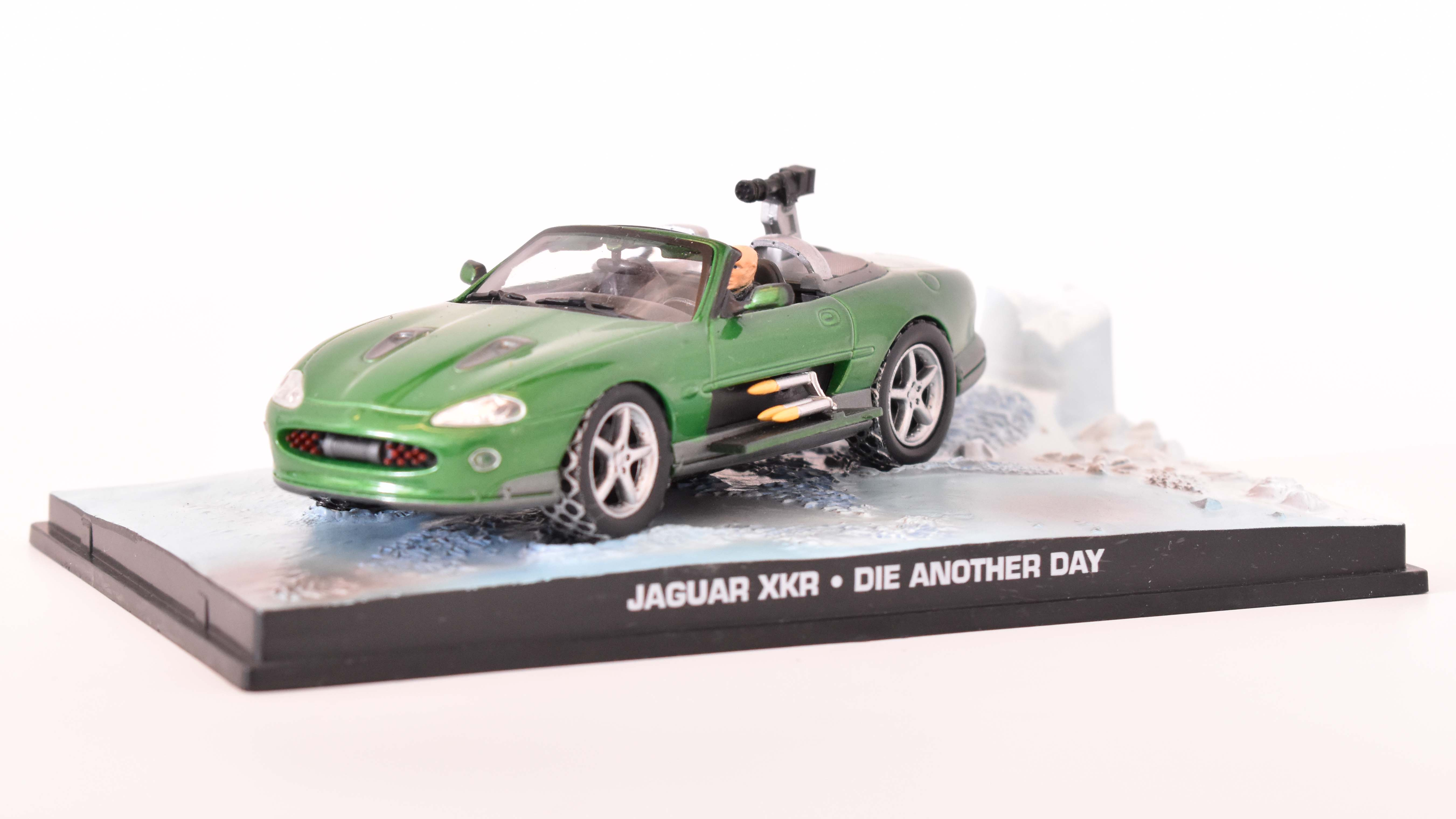 Jaguar XKR Spider 2002 James Bond 1:43 časopis AutoModels s modelem