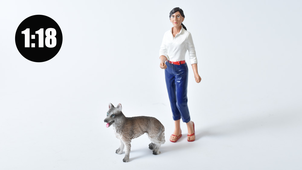 Figurka woman with dog 1:18