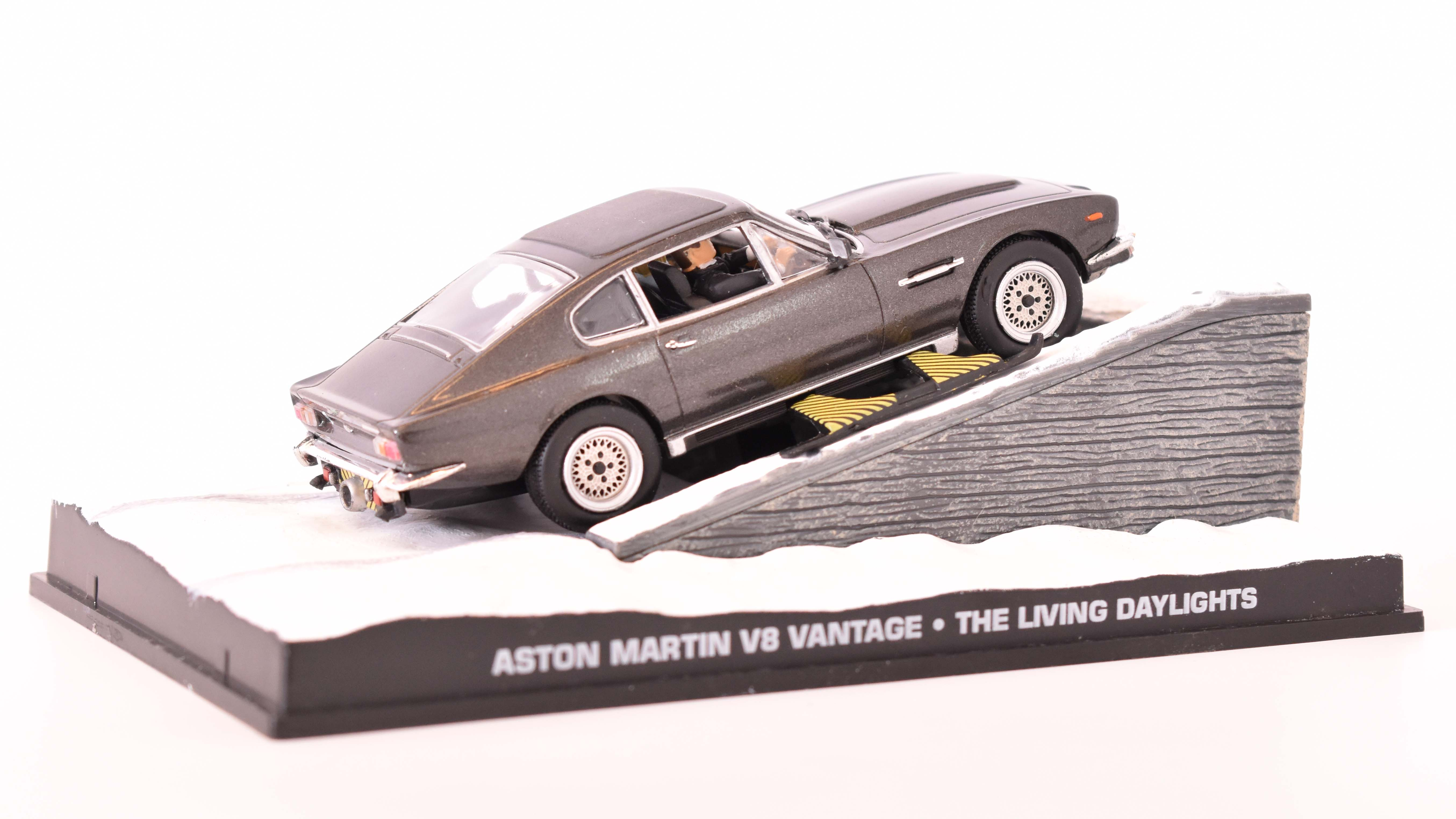 Aston Martin V8 Vantage 1977 James Bond 1:43 časopis AutoModels s modelem
