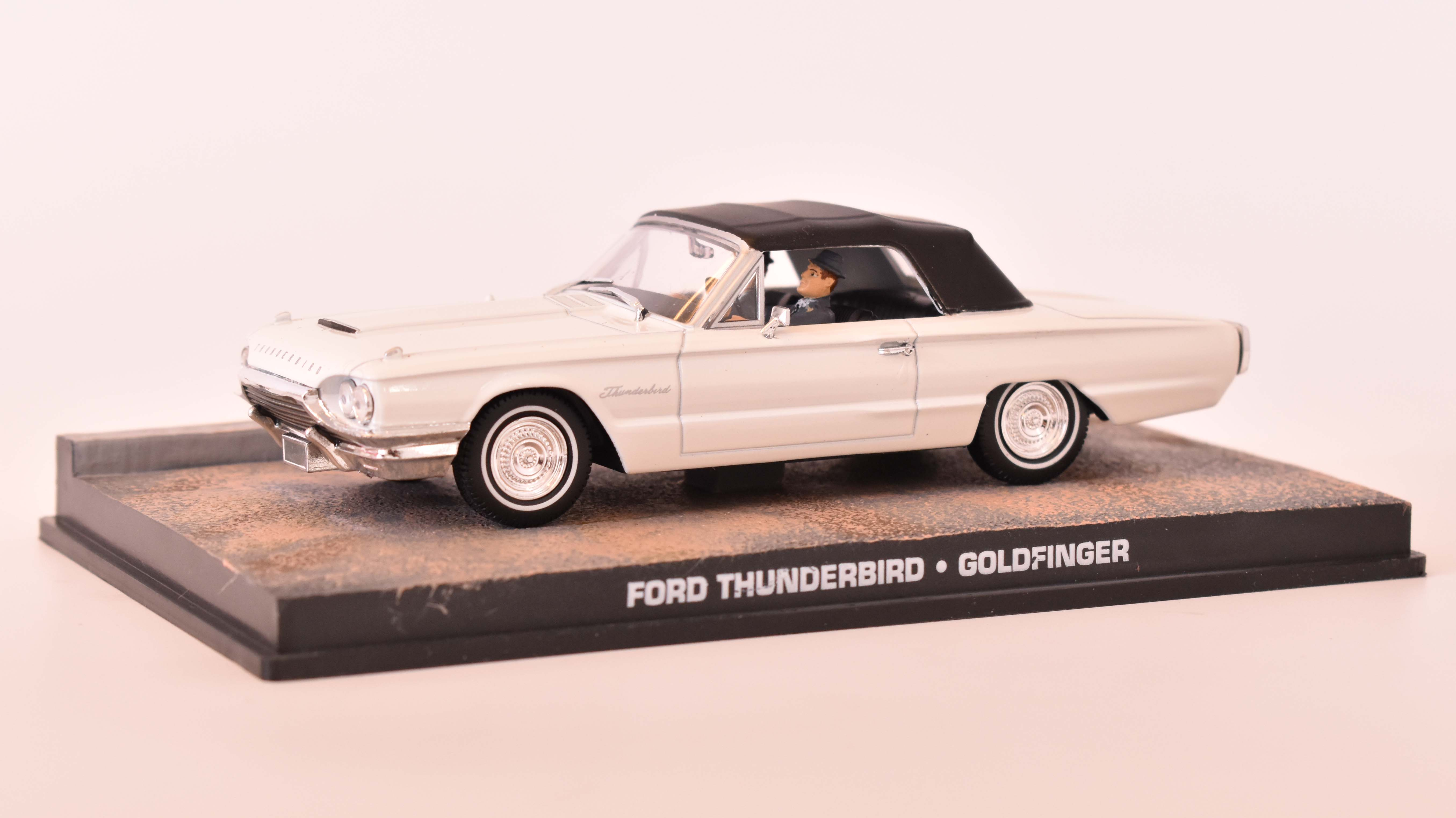 Ford ThunderBird Cabrio Closed 1965 James Bond 1:43 časopis AutoModels s modelem