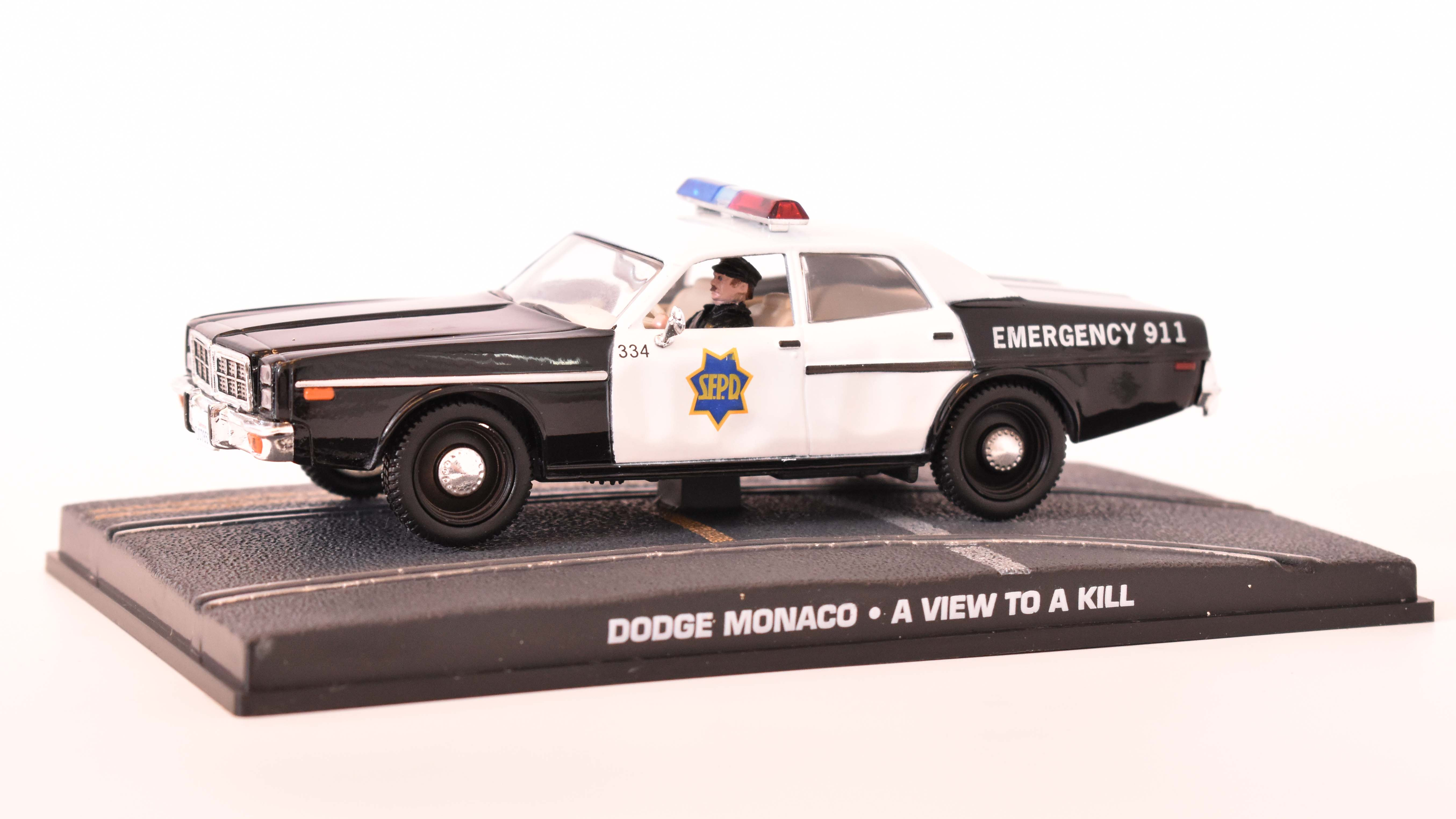 Dodge Monaco 1974 James Bond  1:43 časopis AutoModels s modelem