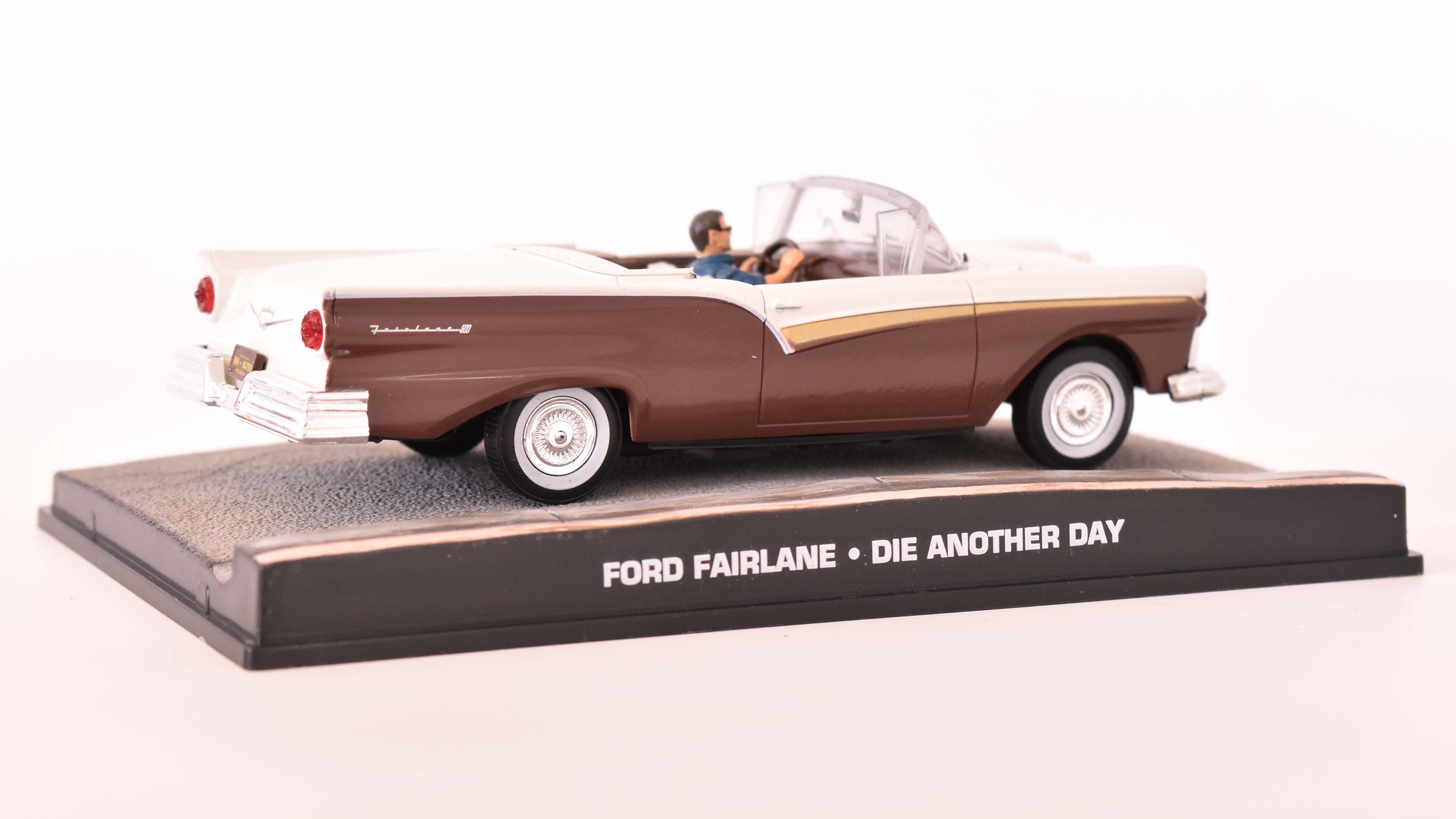 Ford Fairlane 500 Skyliner 1957 James Bond 1:43 časopis AutoModels s modelem