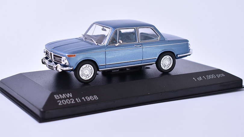 BMW 2002 ti 1:43 - 1968 - WhiteBox časopis s modelem