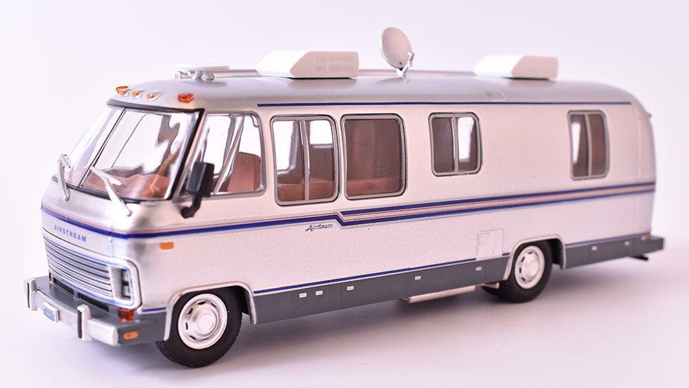 Airstream Excella 280 Turbo Motorhome Camper 1:43 Green Light časopis s modelem