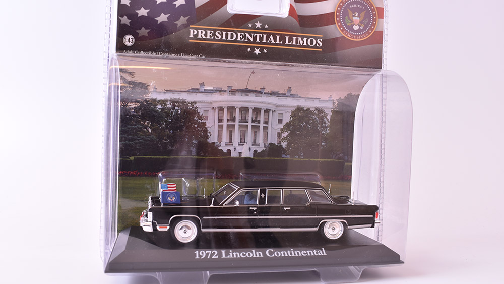 Lincoln Continental - 1972 1:43 GreenLight časopis s modelem