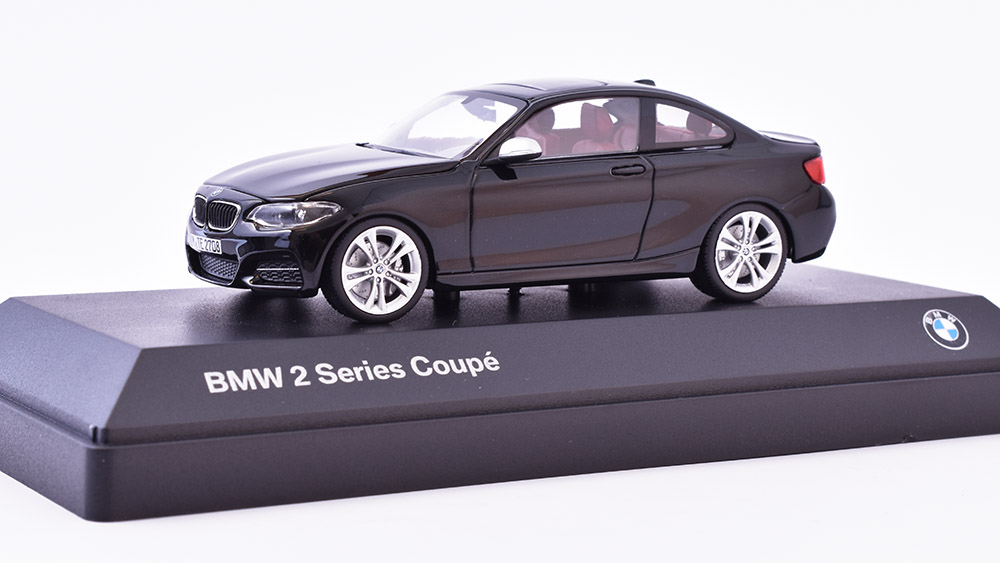 BMW 2 series Coupe 2014 1:43 - MINICHAMPS časopis s modelem