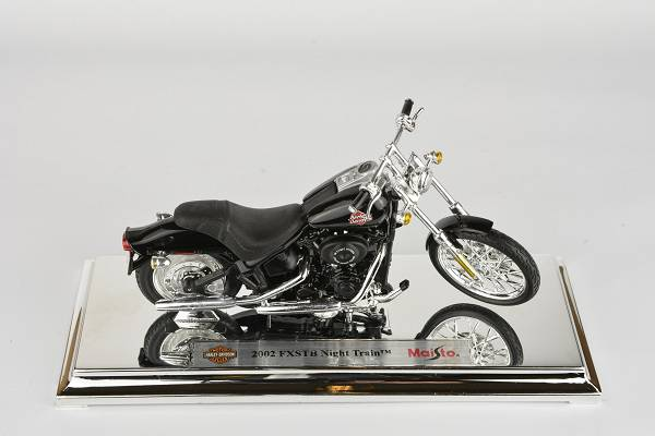 Harley Davidson FXSTB Night Train - 2002 1:18 Maisto časopis s modelem