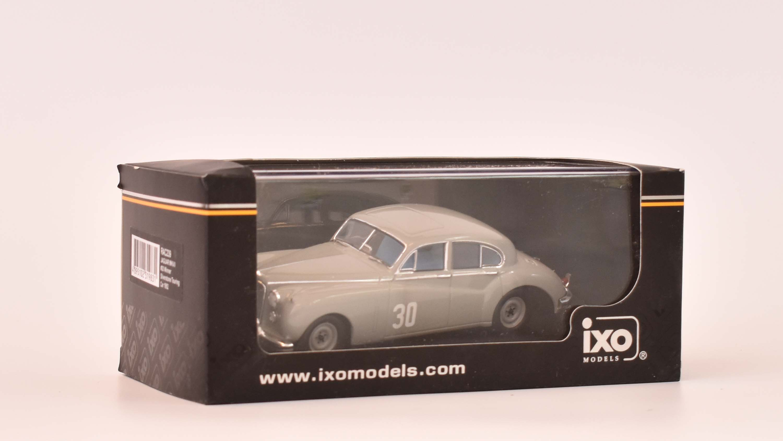1:43 Ixo Jaguar MK 7 #30 Siverstone Moss 1952
